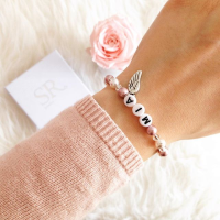 Armband mit Namen kaufen. Namensarmband mit Perlen. Personalisiertes Armband